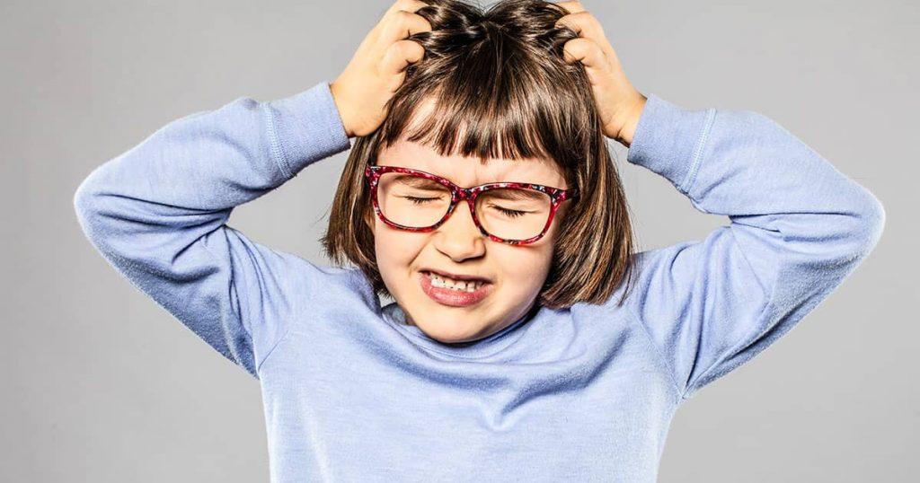 ¿Cuáles son los síntomas que presentan los niños con piojos?